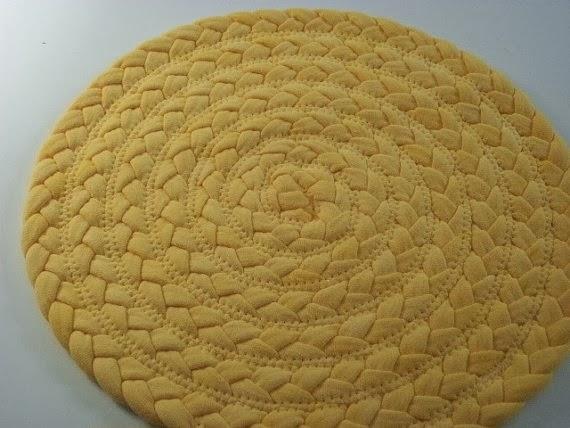 желтый коврик