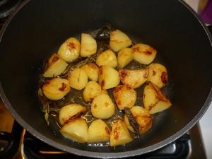 подрумяненная картошечка на сковороде