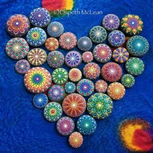 pietre sassi ciottoli mare decorati colorati