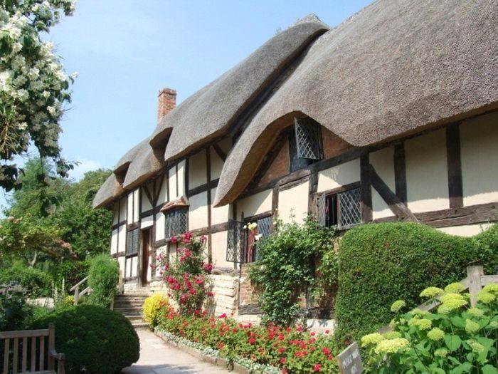 английские дома,покрытые соломой