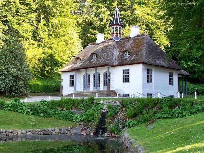 дом с прудом