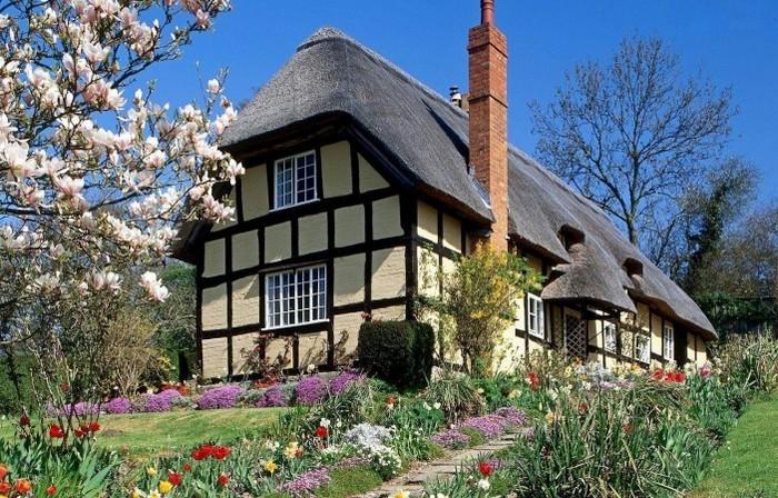 дом с соломенной крышей и трубой
