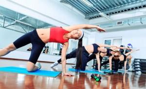 девушки, занимающиеся гимнастикой